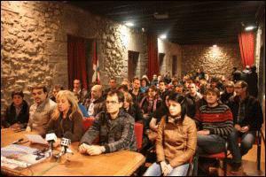 Espainiako bandera jartzearen aurka azaldu dira Tolosaldeko udalak