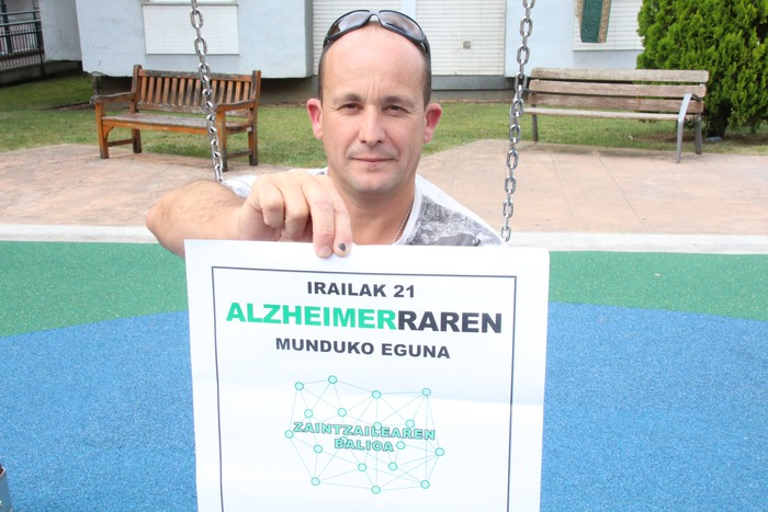 «Jende askok ezkutatzen du Alzheimerra; nire ustez, oker dabiltza»