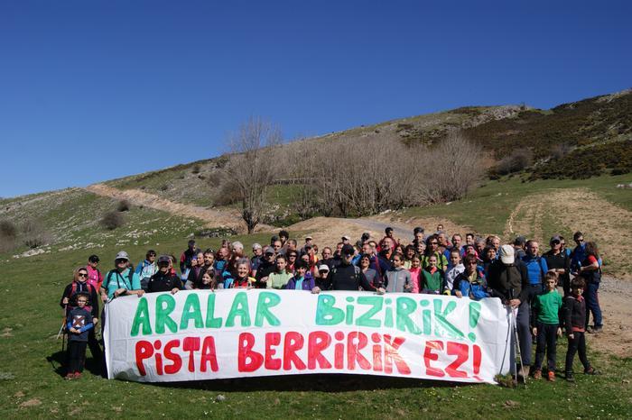 80 lagun bildu ditu Aralar Bizirik elkartearen martxak