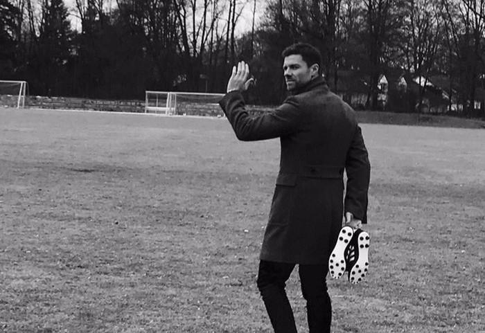 Xabi Alonso futbolariak utzi egingo du futbola