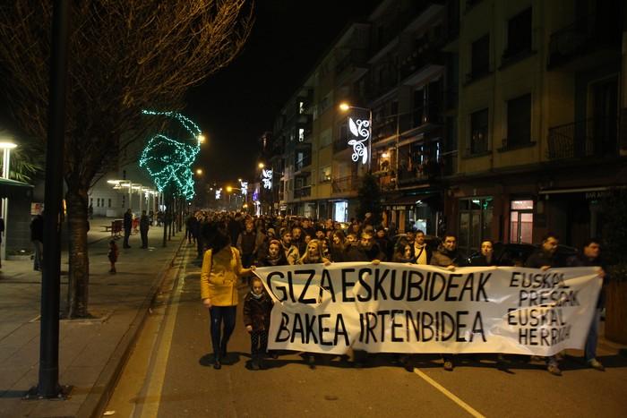 Ehunka herritar batu dira Aiztondoko udalek deitutako manifestaziora