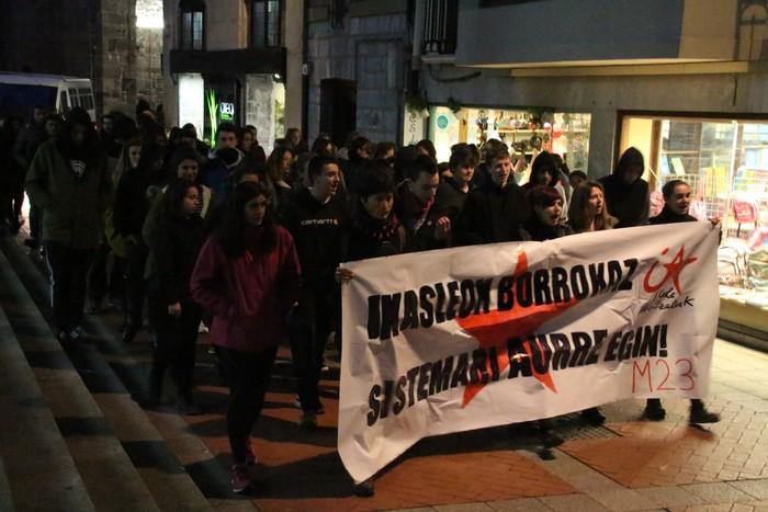 """Manifestazioa egin dute """"hezkuntza zapaltzailearen aurka"""""""
