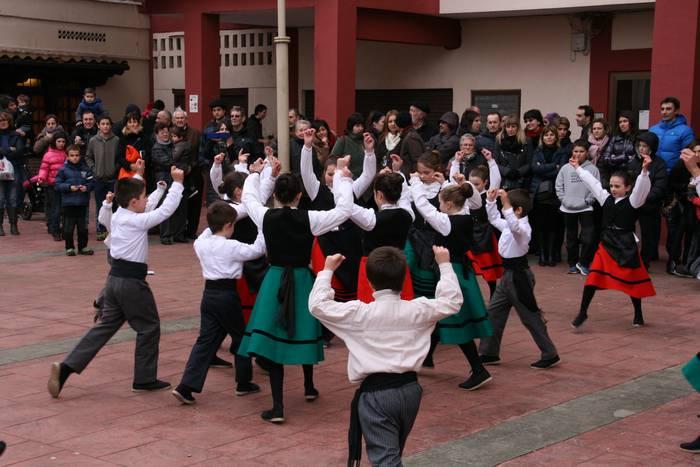 Bukalai dantza taldearen ikastaroetan izen emateko aukera
