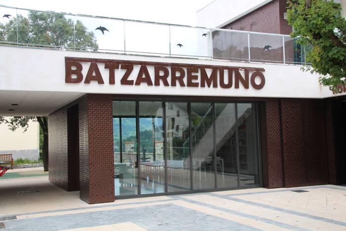 Batzarremuño eraikina inauguratu dute Altzon