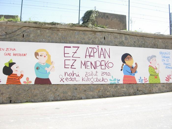 Zizurkilgo puntu beltzak ardatz hartuta murala margotu dute