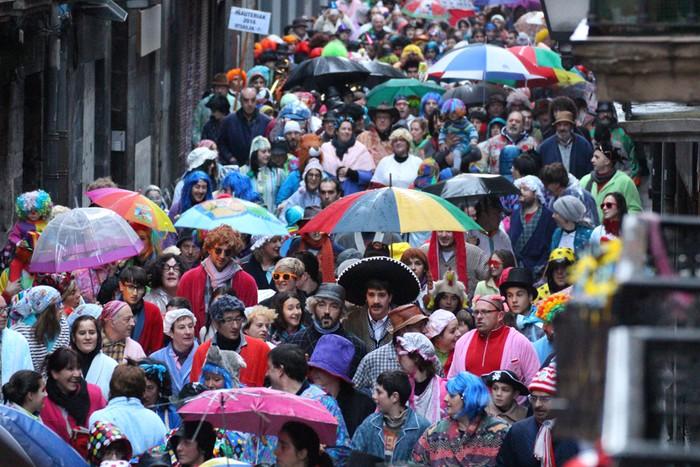 Urtez urte aldatzen eta irauten duten tradiziozko festak