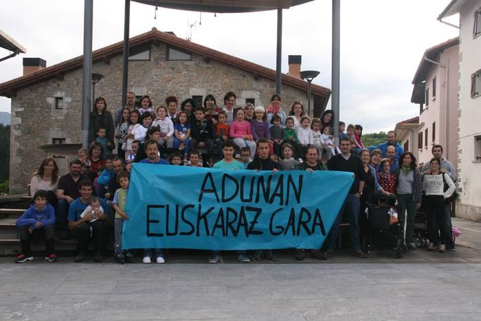 Adunarrek bat egin dute Udalerri Euskaldunen Egunarekin
