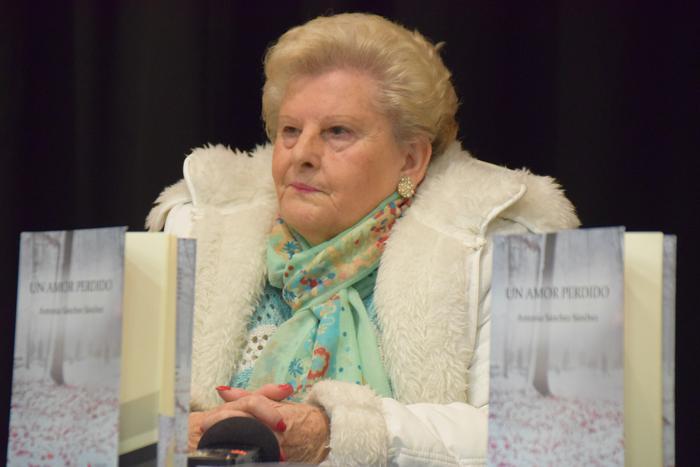 'Un amor perdido' olerki liburua idatzi du Antonia Sanchezek