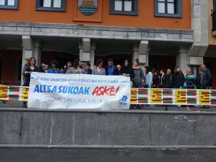 Eskualdeko manifestazioa antolatu dute Altsasukoei elkartasuna adierazteko