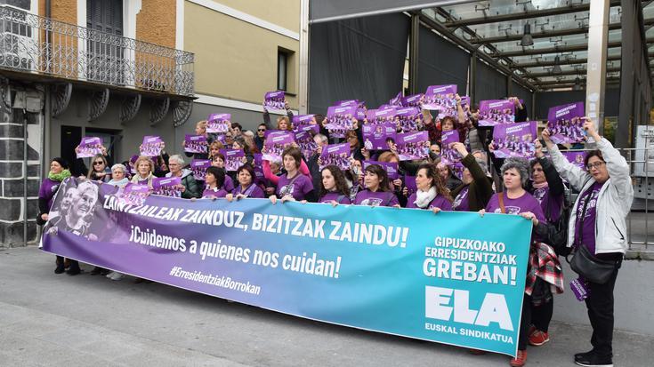 Villabonako Errebote plazan protesta egin dute langileek