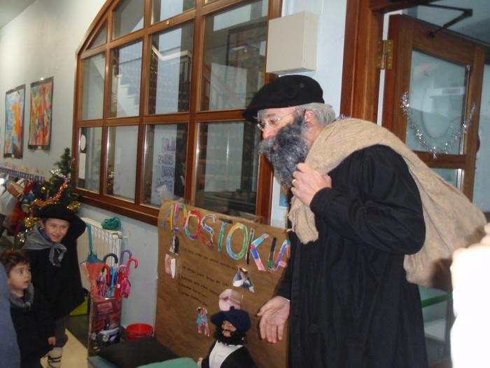 Olentzeroren bisita jaso dute Albizturko eskolan