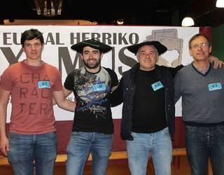 Larraulgo Kortajarena aita-semeak, musean, Gipuzkoako txapeldun