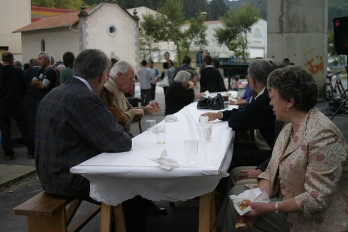 Pilarika eguneko festa berreskuratu dute Ikaztegietan