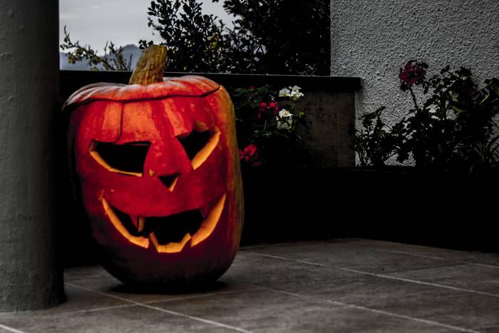 'Halloween' ospatzen zuten gure amon-aitonek