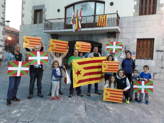 Kataluniako erreferenduma babestu dute - 1