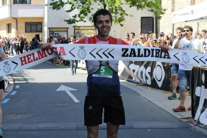 Iñaki Olano altzotarrak irabazi du Zaldibiako mendi lasterketako proba luzea