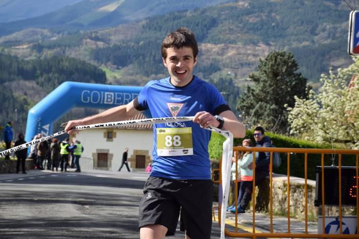 Iñaki Olanok bigarren aldiz irabazi du Gabiriako Leharrei mendi lasterketa