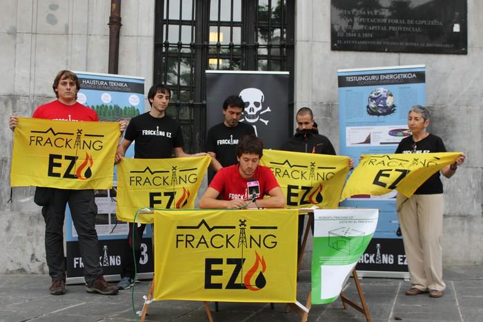 Fracking-aren aurkako botoa eskatu dute