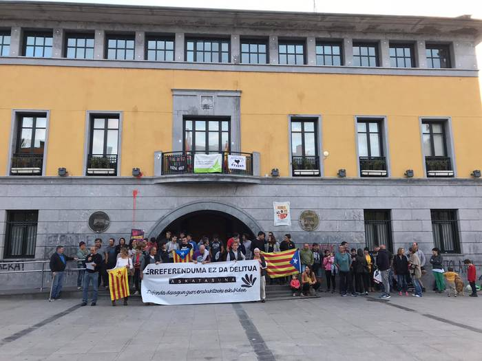 Kataluniarekiko elkartasun mobilizazioek ez dute etenik