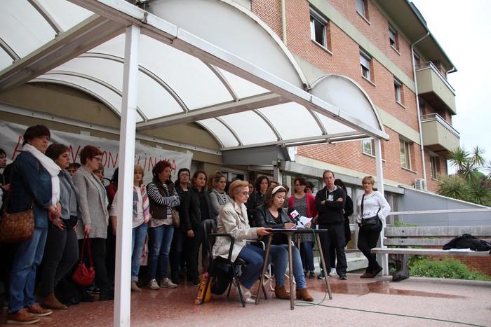 Blokeo egoera gainditu ezinda jarraitzen dute Asuncion klinikan