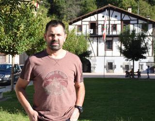 Iñaki Azpiroz, Lizartzako alkateari elkarrizketa