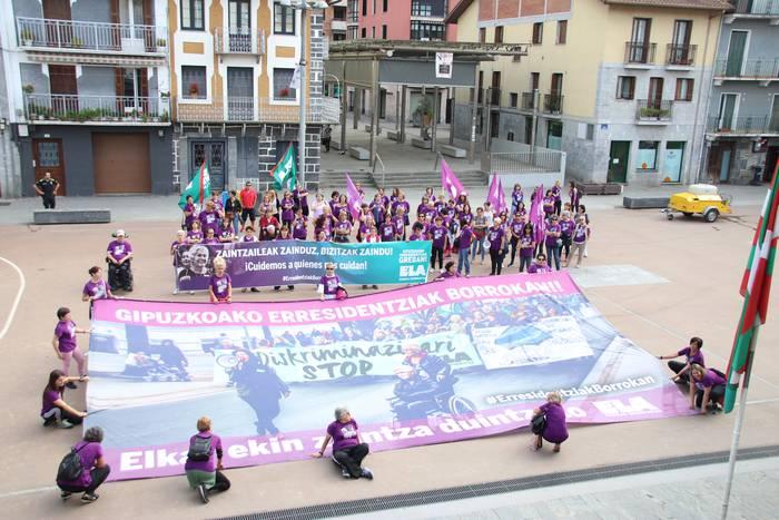 Gipuzkoako zaintzaileak protestan Tolosan eta Villabonan