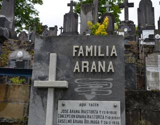 Jose Arana Irastorzaren plaka lapurtu dute Polloeko hilerritik
