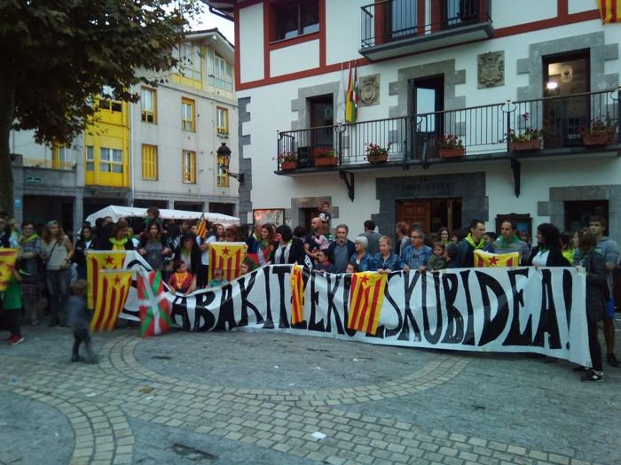 Kataluniako erreferenduma babestu dute - 6