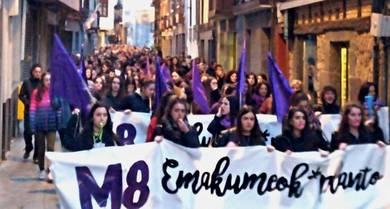 Lurgatz Talde Feministak egindako kritika eta eskaerarekin bat egiten dugu