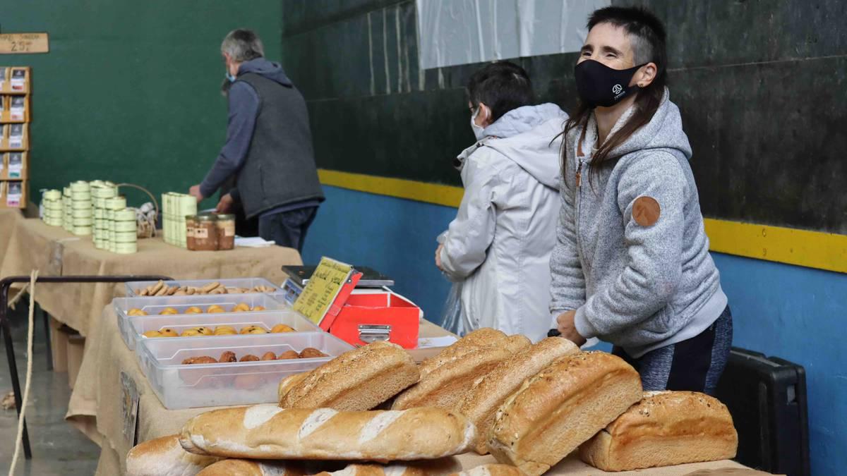 Herriko baserritar eta artisauen azoka ospatu dute Anoetan