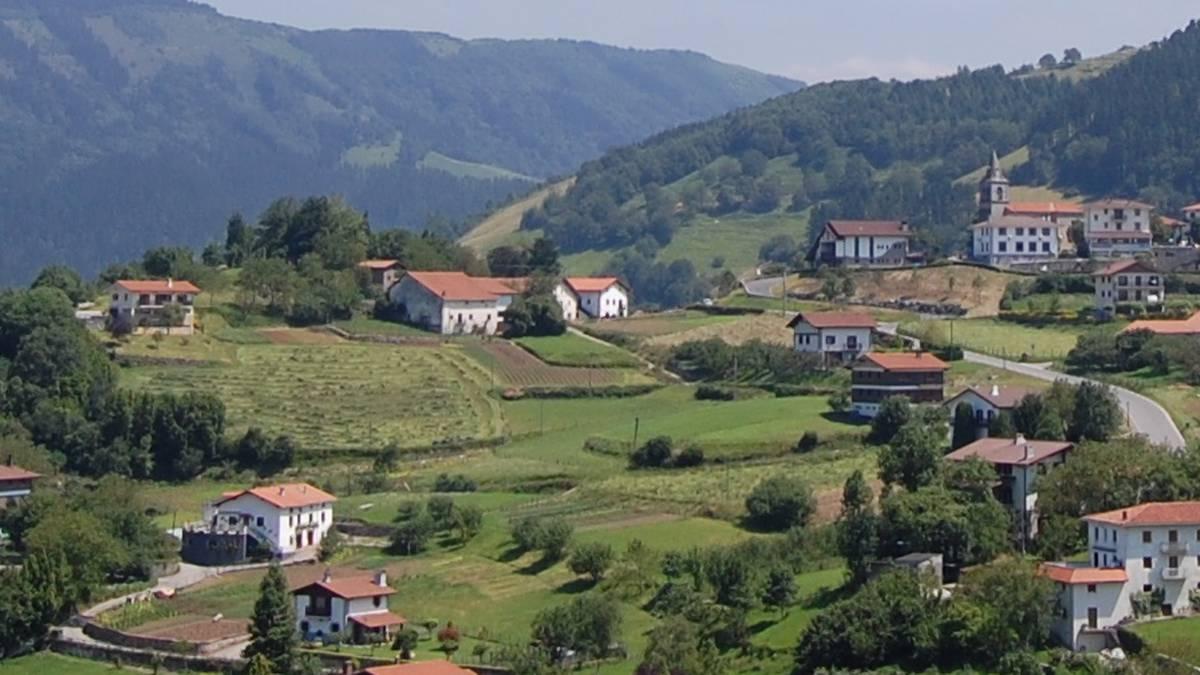 Herri txiki eta handietan administrazioan dauden aldeak
