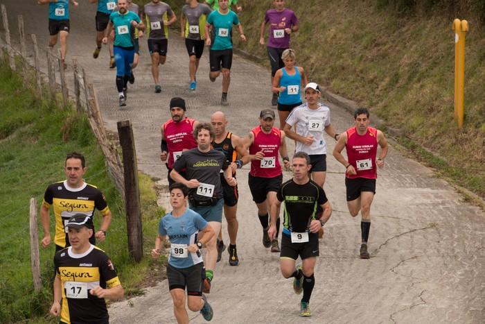 Larunbaterako bi aukera: Eltxo Trail Orendainen edo mendi duatloia Amasan