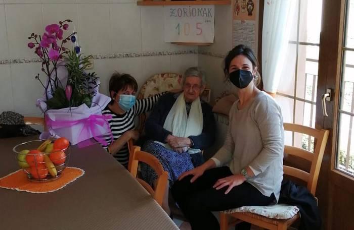 105 urte bete ditu Oliva Mariezkurrenak
