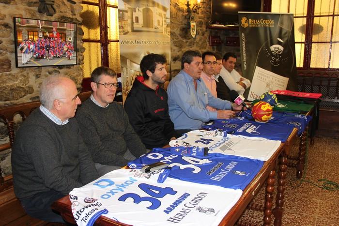 Tolosa CF Eskubaloiak ekipamendu berria aurkeztu du