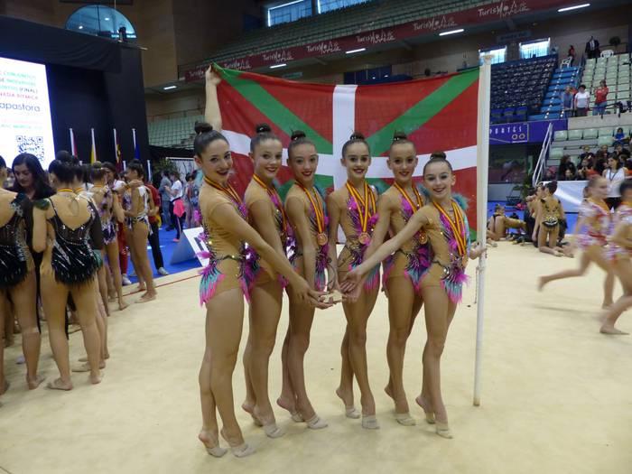 Tolosa CF-ko gimnasta infantilak taldekako kopan txapeldunorde