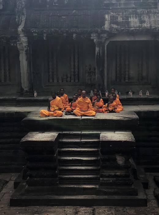 Angkor Wat barruan errezatzen